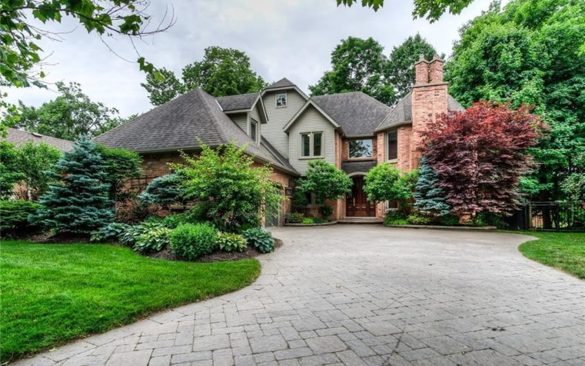 Stunning Home in Colonial Acres